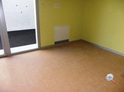 Уложенный линолем на бетонный пол