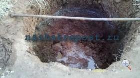 копаем яму под бочку