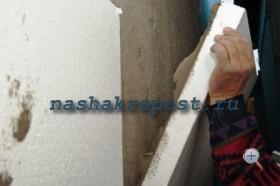Приклейка пенопласта к стене