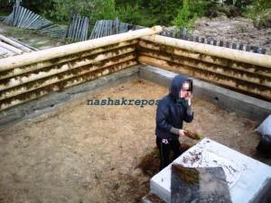 Подготовка материала для конопатки стен сруба