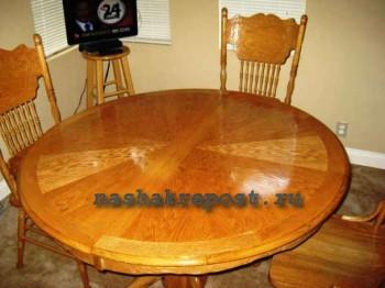 Отреставрированный круглый стол