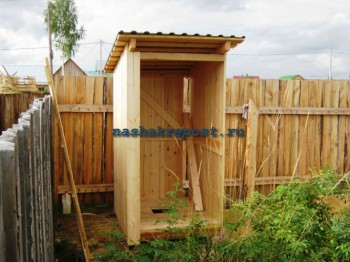 Туалет на даче своими руками, выгребная яма из покрышек, деревянный каркас