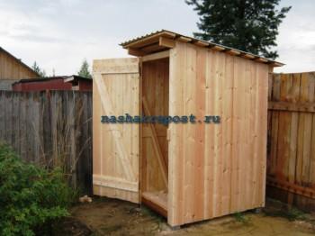 Строение двери дачного туалета