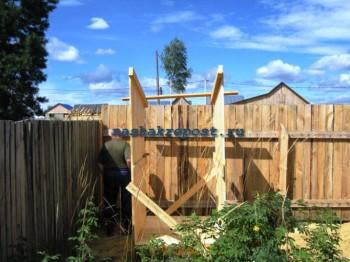 Начало строительства туалета на участке