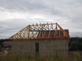 как построить четырехскатную крышу