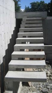 готовая бетонная висячая лестница
