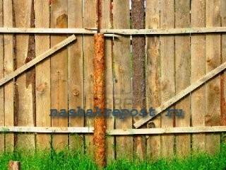 деревянный оградительный забор