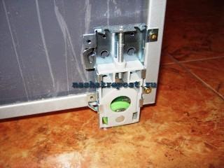 нижняя опора двери встроенного шкафа купе