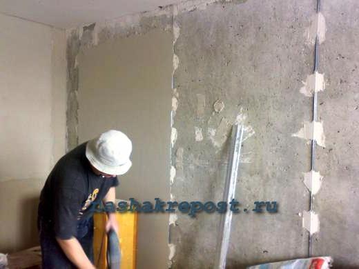 Заделка швов бетонных колец колодца