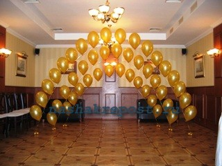 украшение зала с помощиью шаров