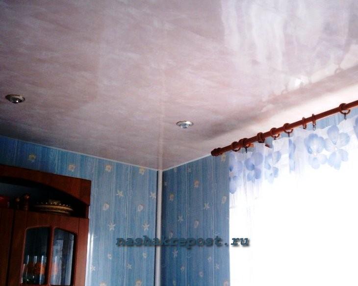 Потолок на кухне панелями своими руками
