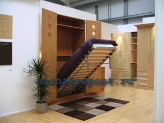 подъемная кровать, спрятанная в шкаф