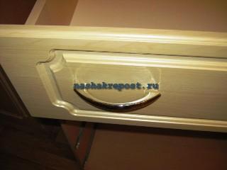 установка ручек ящика