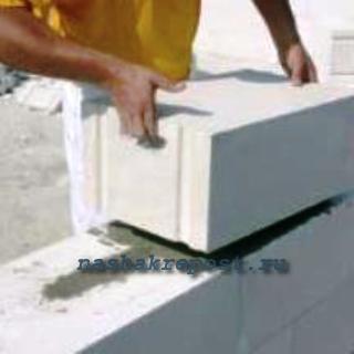 установка блоков газобетона на клей
