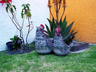 фигурки птиц в саду