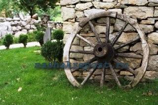 старинное  колесо - дачный декор