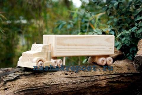 Сделать машинку из дерева своими руками 55