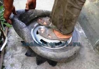 деламем клумбу из шины