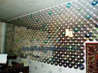 украшение стены дисками