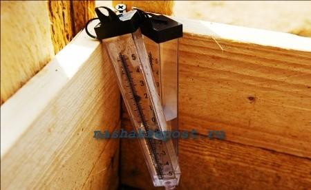 водяной уровень для установки опалубки