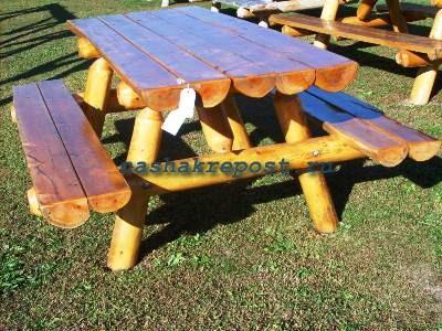 Стол и лавки из бревен