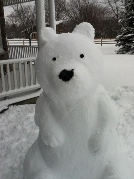 Мишка из снега